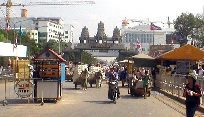 Workers and traders cross the Thai-Cambodia border at Aranyaprathet.