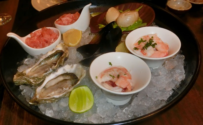 Seafood platter with Fines de Claire oysters.