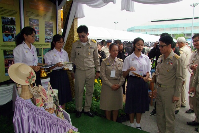 Local artisans, government offices and private groups combined to create a Chonburi exhibition detailing and honoring the life of HM the late King Rama IX before his cremation.
