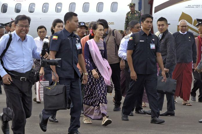 Myanmar's leader Aung San Suu Kyi arrives in Sittwe, Rakhine state, Myanmar, Thursday, Nov. 2, 2017. Suu Kyi made her first visit as Myanmar's leader Thursday to the conflict-torn region where more than half a million Rohingya Muslims have fled state-led violence that has spiraled into Asia's worst refugee crisis in decades. (AP Photo)