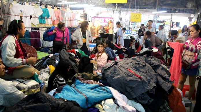 Temperatures may be three times that of Copenhagen and Chicago, but Pattaya-area Thais are snapping up warm jackets as if it were about to snow. Prices started at 60 baht, with two jackets selling for 100 baht. Better quality apparel was running about twice that.