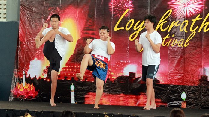 Thai teacher K. Wan and some helpers gave a demonstration of Muay Thai.