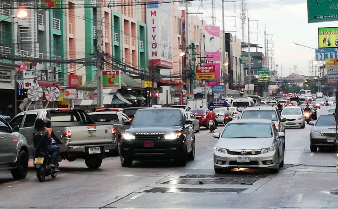 A surprise thundershower Nov. 15 reminded Pattaya residents of the flooding and had traffic backed up.
