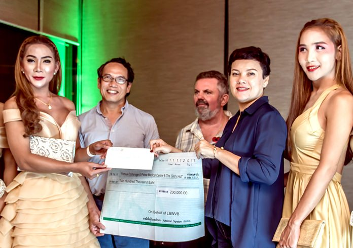 The Glory Hut representatives received 200,000 baht to support their facilities and running costs.