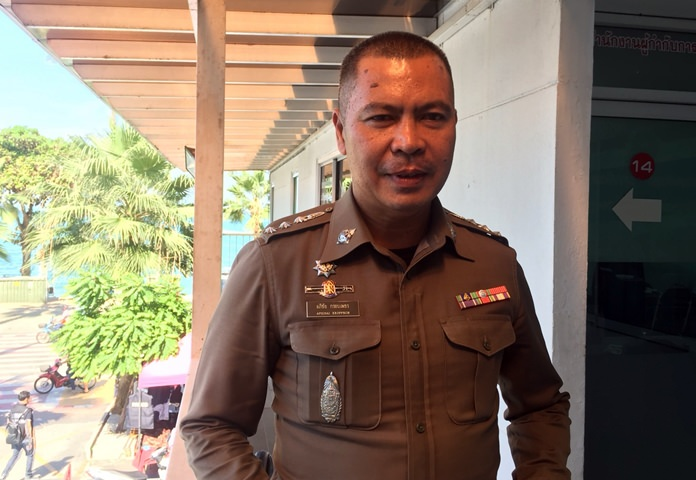 Pattaya's police chief, Pol. Col. Apichai Kroppech warns selfie-taking tourists that they could lose their purse or even telephone to thieves while lost in their narcissism.