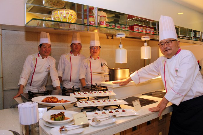 Han Chul Bae, president of the Korean Chefs Club, invited chefs from Seoul to create a delicious menu of uniquely Korean dishes for the Dusit Thani Hotel's Korean Food Festival.