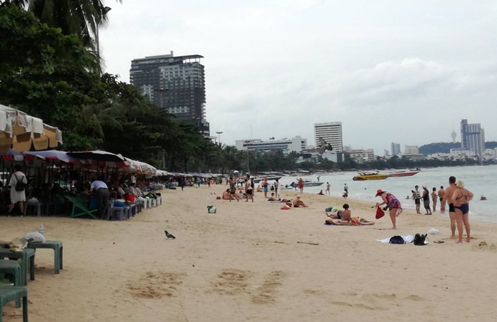 Pattaya beach vendors returned to the sand Nov. 21, hoping to cash in on tourists still around after the International Fleet Review after being banished for four days.