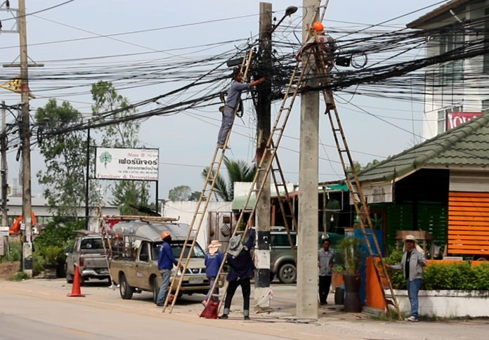 The Provincial Electricity Authority was called out to move a power pole on Pornprapanimit Soi 19 because residents complained it looked ugly outside their local convenience store.