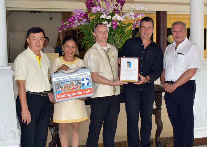 Receiving the award from Dr. Jozef Konrad (2nd right) was Rene Pisters the GM of the Thai Garden Resort (right).