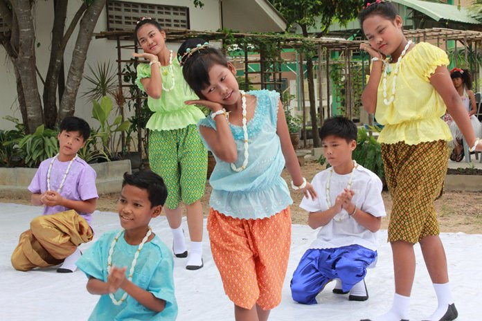 Children from the CDPC, the HHN and the Drop In center perform a welcoming recital which included traditional Thai dance, Hawaiian hula dances, and singing.