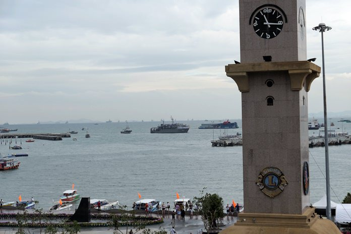 Nice view onto the sea with the warships in the background after the weather cleared up a bit.