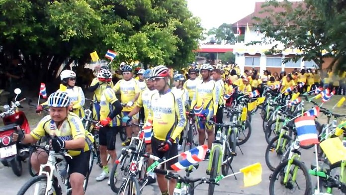 In Takhiantia, people promoted environmental conservation through cycling, with a parade of more than 300 bikes.