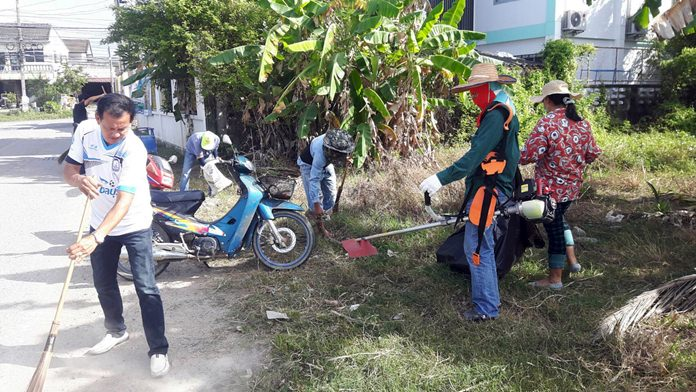 Chonburi residents 'Do Good for Dad' by getting rid of grass around public roads, in and out of Pattaya.