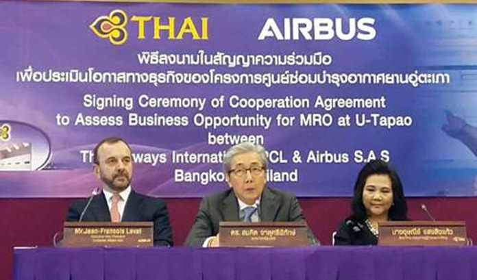 Deputy Prime Minister Somkid Jatusripitak chairs the signing ceremony of a memorandum of understating (MoU) between Thai Airways International Public Company Limited and Airbus.