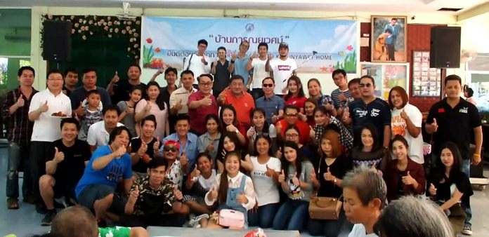 Former Pattaya City Councilor Ittiwat Wattanasartsathorn and members of the Pattaya Friends 2011 Club host dinner for the residents of the Karunyawet Home for the Disabled to celebrate Christmas and New Year.