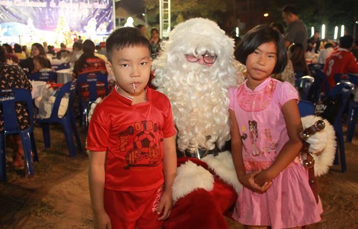 Santa arrives at the Pattaya Orphanage to give out more presents!