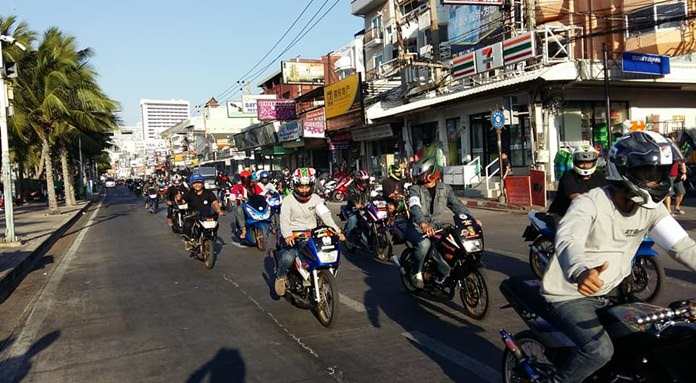 Local police, the Lions Club of Pattaya and a group of old-motorbike enthusiasts staged a noisy parade of two-stroke motorcycles to bring people's attention to the need for safe driving during the holidays.