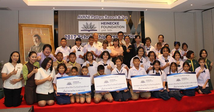 The Avani Pattaya Resort and Spa awarded 320,000 baht in scholarships to underprivileged students and children of hotel employees.