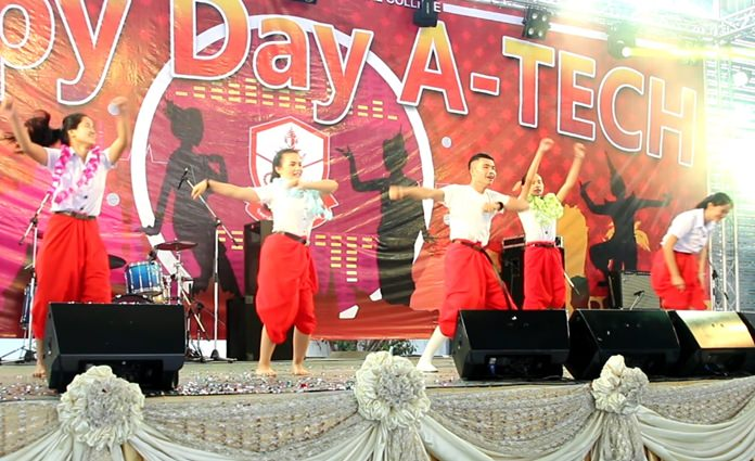 "Aksorn Pattaya School organize a ""happy day"" to encourage students to spend their free time educationally."