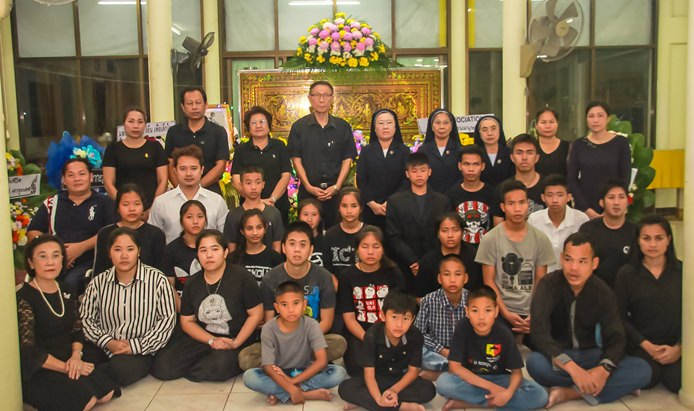 Fr. Weera Pangrak, Director of Pattaya Orphanage, and Radchada Chomjinda, Director of the HHN Foundation Thailand, led executives, staff, and orphans to said goodbye to Thananat Chaiwat.