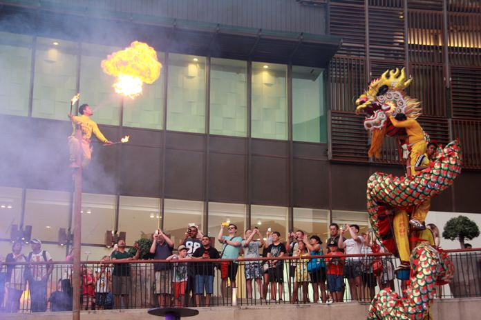 Apart from the Miss Qipao, Central Festival also hosted other traditional Chinese games, shows and performances.