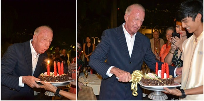 Gerrit Niehaus blows out the candles and cuts the birthday cake.