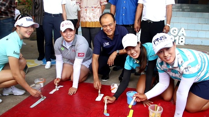 "Ariya Jutanugarn, Saranporn Langkulgasettri, Amy Yang and Ha-Neul Kim stepped off the greens at the Honda LPGA Thailand tournament to help paint a Pattaya school's ""brain-based learning"" playground."