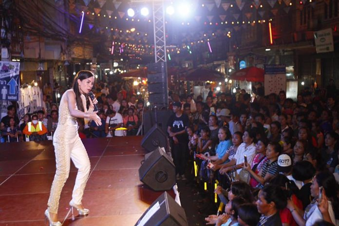 The highlight of the night was music star Saoyae Jetiya.