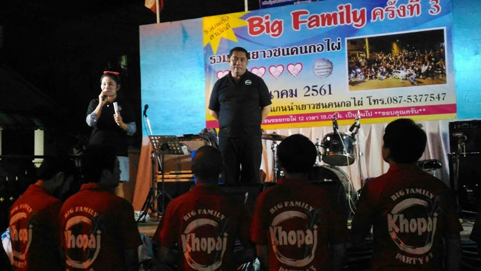"Former Culture Minister Sonthaya Kunplome presided over the opening of the Soi Korphai Community ""Big Family"" event to raise money for charity."