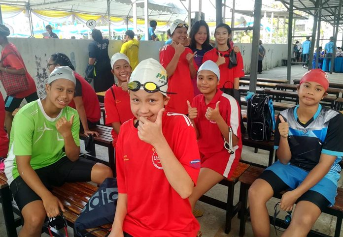 Young swimmers pose for a photo during the 2-day Pattaya meet.