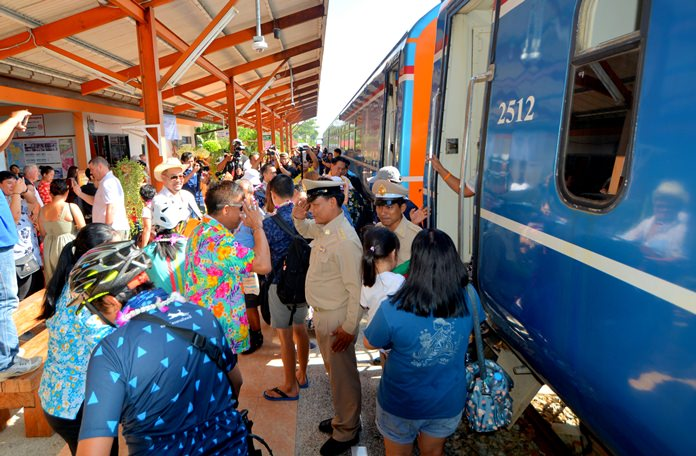 Pattaya officials welcomed the first weekend train aimed at funneling Bangkokians to Eastern Seaboard tourist attractions.