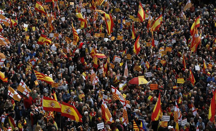 Pro Spanish demonstrators protest in the center of Barcelona, Spain, Sunday, March 4. (AP Photo/Manu Fernandez)