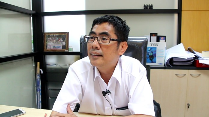 Traffic Department Director Anuwat Thongkham said 60-70 percent of the time cars will stop for lights, but those moving at higher speeds blow right on through.