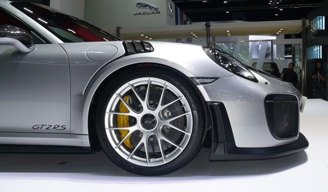 Porsche GT2 RS.