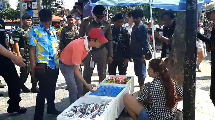 Five street vendors were arrested for allegedly selling alcohol without a license during Pattaya's Songkran finale.