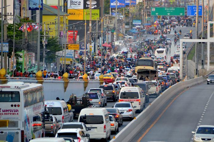 Sukhumvit Road had a sea of people and vehicles.