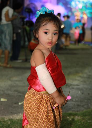 This young child imitates how the ancient Thai people dressed.