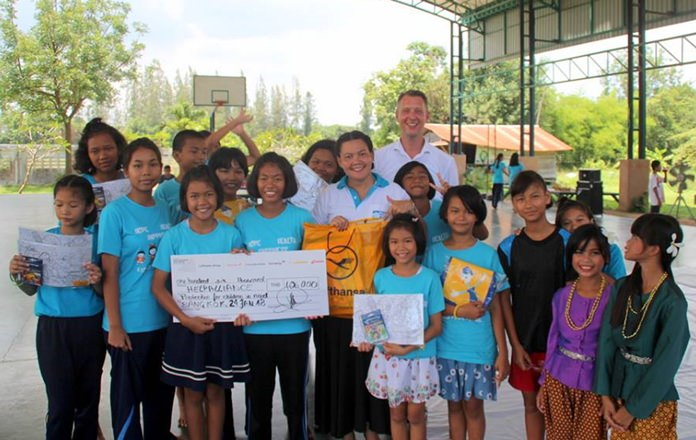 Airline representative Stefan Mourner from the Lufthansa Group donated 106,000 baht to the Child Protection and Development Center.
