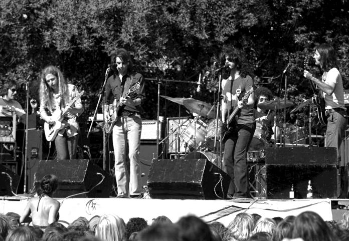 Kingfish performing in El Camino Park, Palo Alto, California, on June 8, 1975. (Left to right): Barry Flast, Robbie Hoddinott, Bob Weir, Dave Torbert, Chris Herold, Matthew Kelly. (Photo/Dave Gans/Wikipedia)