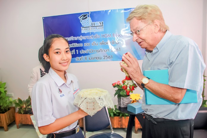 Saranee Manesaeng, a student who received a scholarship thanked the generous patrons on behalf of all the beneficiaries.