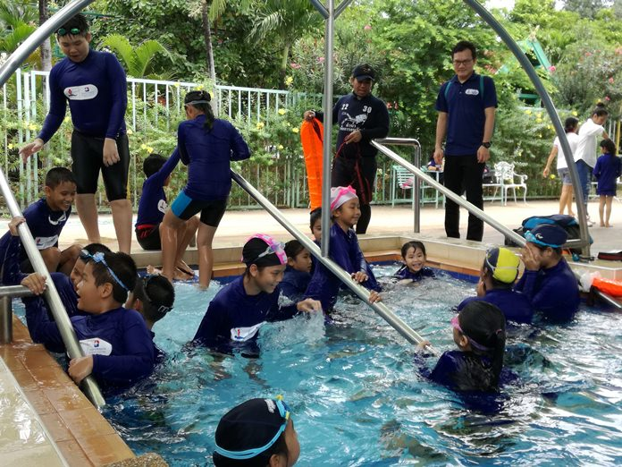The iRESCUE Project of the Bangkok Hospital Pattaya taught basic safety and water-rescue skills to the children.