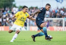 Pattaya United's Lukian (right) shields the ball from Buriram's Suchao Nutnam during the Thai League 1 fixture between Pattaya United and Buriram United at the Dolphins Stadium in Pattaya, Sunday, May 20 (Photo courtesy Pattaya United FC)