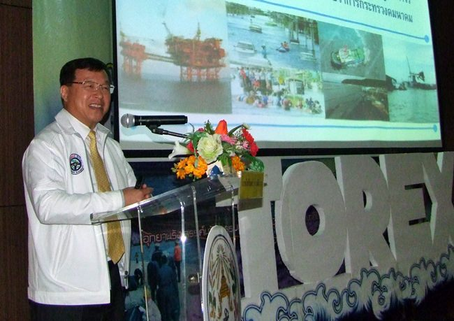 Deputy Transport Minister Pailin Chuchottaworn opened the meeting on prevention and response to oil spills. (CPRD)