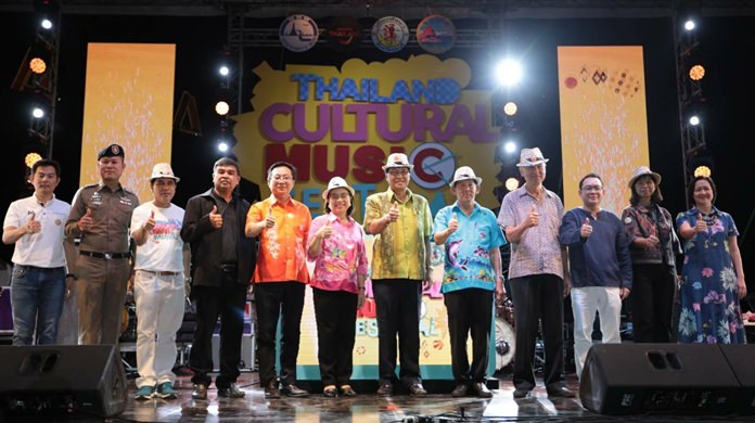 Chaichan Eaimcharoen, deputy governor of Chonburi, Pol. Maj. Gen. Anan Chareonchasri, the mayor of Pattaya and Sujitra Jongchansito, deputy governor for Products and Tourism Business Division joined for the opening of the Thailand Cultural Music Festival.