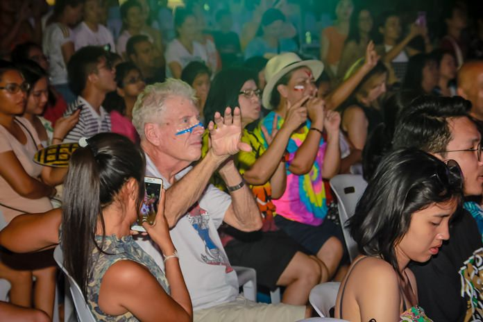 Even foreigners couldn't resist having a dance to the traditional Thai music.