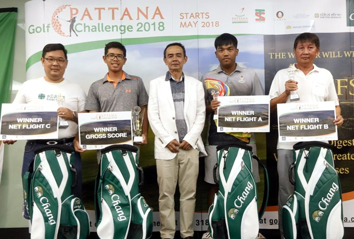 Jirapol Kemajaree (center), Golf General Manager at Pattana Golf Club & Resort, poses with the 4 first round winners.