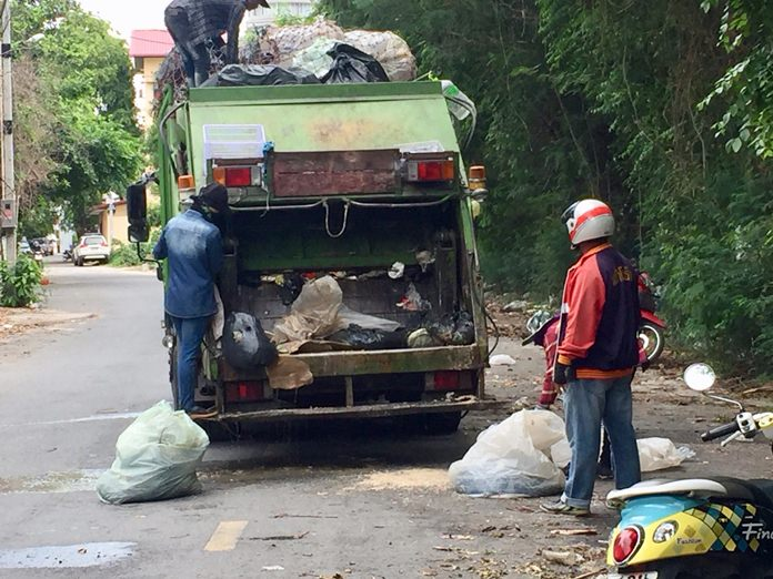 Unknown people have been haphazardly dumping garbage of all sorts in the area of Soi Kasetsin 5, Khao Pratamnak, making life miserable for local residents and garbage collectors.