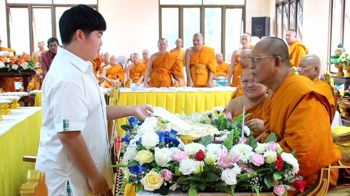Buddhist Institute Region 13 chief Poromkawee and top local officials awarded 720 scholarships to Pattaya-area youths in primary and high schools.