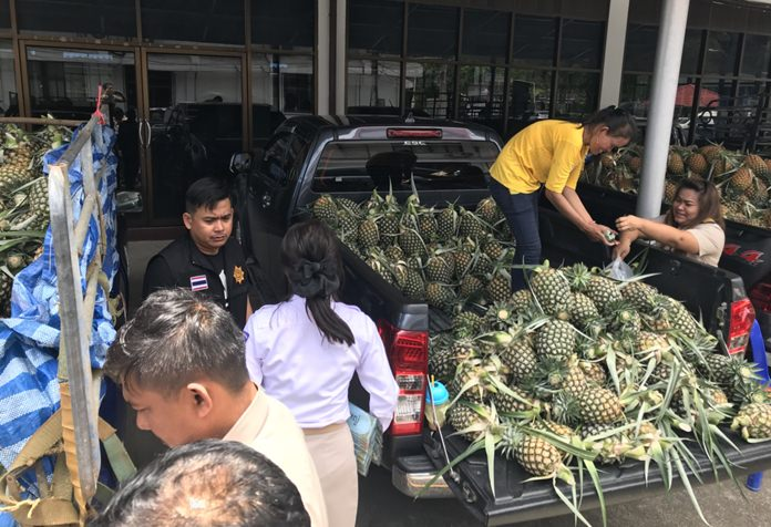 Banglamung District is setting up markets and pushing hotels and government agencies to buy more pineapples after Pattaya-area growers flooded the market and crashed prices.