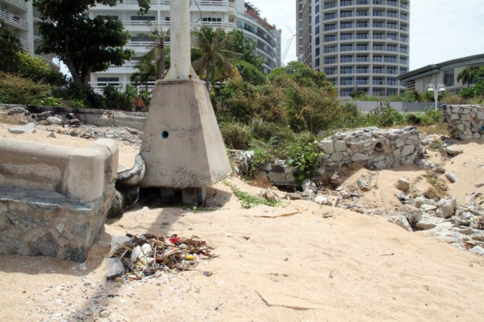Four years after Pattaya poured tens of millions of baht into renovating Yim Yom Beach, the Pratamnak Hill shoreline is a mess again, a victim of neglected maintenance.